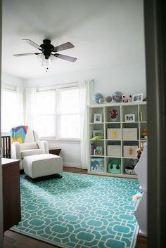 Ideas creativas para decorar una habitación de bebé : El dormitorio de bebé que compartimos hoy es el paraíso de las mentes creativas e inquietas, un espacio lleno de proyectos hechos a mano y combinados con m