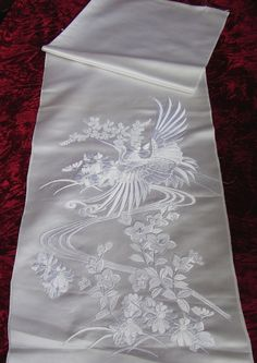 this fantastic piece comes from the sleeve of an unworn high quality vintage japanese uchikake wedding kimono w/ a glorious embroidered crane and flower design Japanese Embroidery, White Embroidery, Hand Embroidery, Sashiko Embroidery, Embroidery Ideas, Japanese Beauty, Japanese Fashion, Wedding Kimono, Wedding Dress