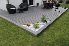 Wooden patio deck ground level 58 New ideas Back Gardens, Outdoor Gardens, Backyard Patio, Backyard Landscaping, Deck With Pergola, Wooden Pergola, Decking Fence, Wooden Patios, Deck Design