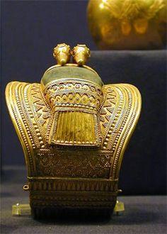 Pareja de brazaletes de Ramsés II. Dinastía XIX. Oro y lapislázuli. Procedentes de Bubastis. Museo Egipcio. El Cairo.