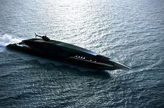 Le Black Swan Superyacht est un concept de Yacht designé par Timur Bozca, on imagine bien qu'un bateau comme celui-ci pourra taper dans l'oeil d'un milliardaire car tout y est : piscine, piste d'atterrissage pour hélicoptère...