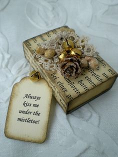 use small matchbox to wrap a jewelry gift for xmas <3