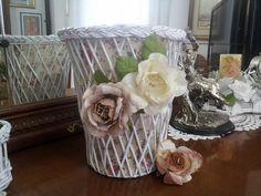 Cestino copri vaso creato con cannucce di carta
