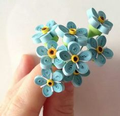 Flowers Quilling Animals, Quilling Paper Craft, Quilling Craft, Quilling Designs, Paper Crafts, Quilling Ideas, Diy Flowers, Paper Flowers, Blue Flowers
