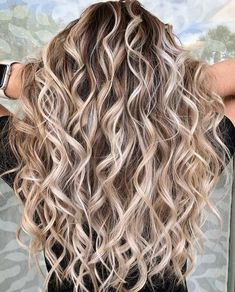 102 delicate summer hair color for brunettes balayage 2019 have a look! page HAİR STYLE, 102 delicate summer hair color for brunettes balayage 2019 have a look! Brown Hair With Blonde Highlights, Hair Highlights, Hot Hair Styles, Curly Hair Styles, Blond Curly Hair, 2c Hair, Curls For Long Hair, Color For Curly Hair, Long Curled Hair