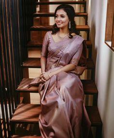 Kerala Wedding Saree, Bridal Sarees South Indian, Indian Bridal Outfits, Indian Bridal Fashion, Indian Fashion Dresses, Saree Wedding, Kerala Engagement Dress, Engagement Saree, Engagement Dresses