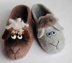 Felt Slippers, European Languages, Felt Shoes, Felt Art, Textile Art, Spanish, Wool, Sandals, Link