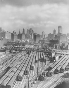 A Chicago Rail-yard 100 Years Ago Chicago Loop, Chicago City, Chicago Area, Chicago Illinois, Train Pictures, Old Pictures, Places To Travel, Places To See, Chicago Pictures