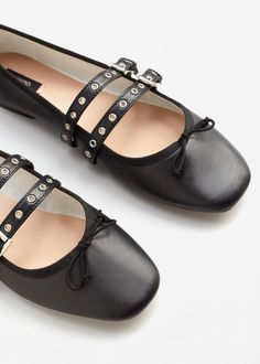 Decorative buckles leather ballerina