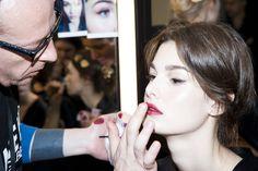Le défilé Dolce & Gabbana automne-hiver 2015-20146, côté beauté http://www.vogue.fr/beaute/en-coulisses/diaporama/fwah2015-les-backstage-beaut-du-dfil-dolce-gabbana-automne-hiver-2015-2016/19399