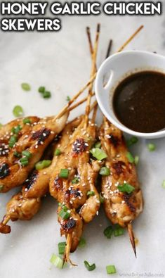 I'm excited to share this EASY Honey Garlic Chicken Skewer recipe with you all. - I'm excited to share this EASY Honey Garlic Chicken Skewer recipe with you all. It's perfect fo - Skewer Appetizers, Chicken Appetizers, Skewer Recipes, Easy Appetizer Recipes, Healthy Appetizers, Appetizers With Meat, Avacado Appetizers, Prociutto Appetizers, Chicken Recipes