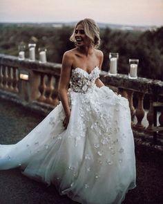 Schatz Floral Brautkleid Kleid mit Tüllrock – Wedding Gowns – Sweetheart Floral Wedding Dress with Tulle Skirt – Wedding Gowns – Dress … Strapless Lace Wedding Dress, Dream Wedding Dresses, Dress Prom, Dress Lace, Floral Wedding Dresses, Wedding Outfits, Tulle Dress, Wedding Skirt, Wedding Dress Sparkle
