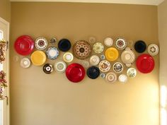 plates on the wall, by beautyinallthings.wordpress.com