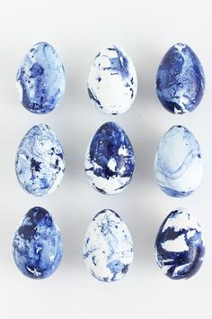 These Indigo Marbled Easter Eggs happen to be our favorites! Hoppy Easter, Easter Bunny, Easter Eggs, Easter Table Decorations, Easter Decor, Easter Ideas, Easter Holidays, Happy Holidays, Egg Decorating