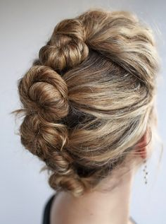 Learn how to DIY a French roll twist with this tutorial.