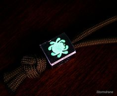 Glow-in-the-dark Powder & Epoxy Mod Projects Lanyard Knot, Wrist Lanyard, Paracord Beads, Paracord Bracelets, Survival Bracelets, Keychain Tools, Diy Keychain, Boy Scout Crafts, Paracord Watch