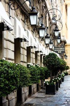 Paris, una via tipica del centro... solo che centro in una città così grande è una definizione ampia rispetto a quello a cui io sono abituata... settembre 2014...