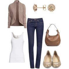 Casual neutral Fall outfit.