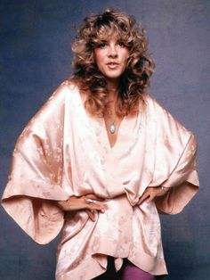 """Stevie ~ ☆♥❤♥☆ ~ in a """"Try Me' pose, hands on her hips like the Boss Lady that she was at the time and still is The Fitz, Hippie Music, Stevie Nicks Fleetwood Mac, Women Of Rock, Yesterday And Today, Retro Aesthetic, Vintage Glamour, Female Singers, Boss Lady"""