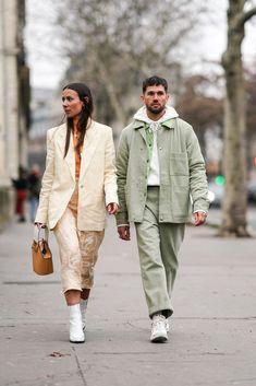 Alice Barbier wears a white blazer jacket, cropped pants, white. 1950s Jacket Mens, Cargo Jacket Mens, Green Cargo Jacket, Grey Bomber Jacket, Blazer Jacket, Green Pants, Leather Jacket, Fashion Week Paris, Couple Style