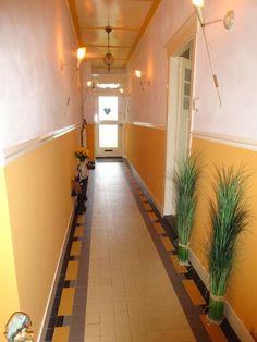 Jaren30woningen.nl   Authentieke tegelvloer uit de #jaren30 Art Nouveau, Art Deco, School Hallways, Wainscoting, Hallway Ideas, Home Goods, House Plans, Stairs, Flooring