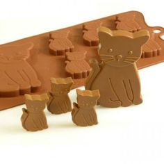 This chocolate silicone mould makes six small chocolate kittens and one large kitten. Try serving them as part of a dessert or cake decoration! Or pop them in paper or cello bags and hand out as treat bags at parties!