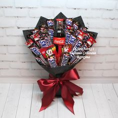 61 Ideas For Chocolate Candy Making Parties Candy Bouquet Diy, Gift Bouquet, Homemade Valentines, Valentines Gifts For Her, Cute Birthday Gift, Diy Birthday, Chocolate Bouquet Diy, Corporate Gift Baskets, Candy Arrangements