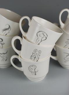 Filiżanka June II ze spodkiem, wykonana ręcznie z najwyższej jakości porcelany. Na zewnętrznej ściance naniesiona została grafika przedstawiająca znak zodiaku. Grafikę zaprojektował Stanisław Ożóg. Cykl 12 znaków zodiaku nawiązuje do serii erotyków...