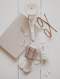 Flat Lay Photography, Makeup Photography, Product Photography, Beauty Nails, Beauty Makeup, Beauty Skin, Beauty And Beast Wedding, Lash Primer, Beauty Room