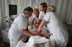Video: Draaiing van een baby in stuitligging  De afdeling Verloskunde van het ziekenhuis heeft namelijk het hoogste slagingspercentage van Nederland als het gaat om het voor de bevalling uitwendig draaien van een baby in stuitligging naar hoofdligging.  http://www.gezondheidskrant.nl/58749/draaiing-baby-in-stuitligging-meest-succesvol-in-catharina-ziekenhuis/