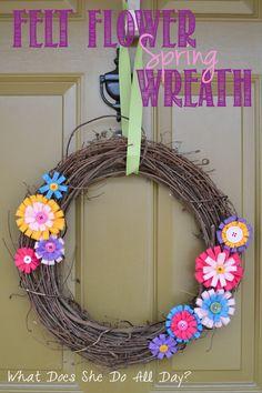 Felt Flower Spring Wreath - whatdoesshedoallday.com