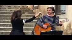 Daniela Mercury ficou rendida ao talento musical de um cantor que estava a tocar na rua, durante um passeio em Sintra. Chama-se Roberto Richart e, de Daniela Mercury, Sidewalk, Laughing, Singers