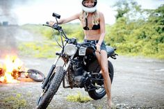 Deus Ex Machina has a Bali base of operations that is a valhalla for people who's perfect life Venn diagram consists of sun, motorcycles and the sea. Women Riding Motorcycles, Old Motorcycles, Bike Style, Moto Style, Deus Ex Machina Bali, Bike Photo, Hot Bikes, Harley Davidson Bikes, Retro