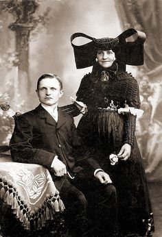 While the man in this 1920s photograph already wears a modern outfit, the woman is still dressed in a german traditional costume.