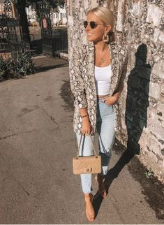All time best Fashion jeans skirt,Fashion ideas curvy tips and Vogue fashion trends. Punk Outfits, Blazer Outfits, Fashion Outfits, Fashion Trends, Fashion Hacks, Skirt Outfits, Fashion Boots, Fashion Ideas, Fashion Inspiration