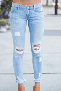 Jeans for Women of All Sizes and Styles 2018 Cute Ripped Jeans Outfits For Winter 2018 Cute Ripped Jeans Outfit, Outfit Jeans, Light Ripped Jeans, Diy Ripped Jeans, Jeans Fit, Light Wash Jeans, Light Jeans Outfit, Ripped Jean Shorts, Light Blue Jeans