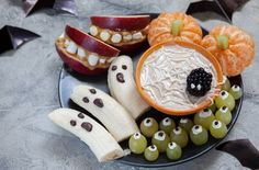 Banana Ghosts and Clementine Orange Pumpkins, Apple Monster Mounts and Spider Web Halloween Fruit, Halloween Treats, Healthy Fruits, Fruits And Veggies, Tea Eggs, Healthy Shopping, Healthy Food Delivery, Smoothie Ingredients, Treats