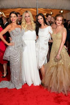 George and @Keren Craig avec Leighton Meester and Sofia Vergara (all in Marchesa obvi) at the #MetGala