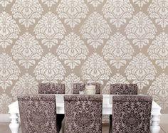 Elegante Damasque Schablone erstellt einen herrlichen Akzent auf ein ansonsten schlicht Wand über dem Sofa oder Tisch, über dem Bett oder ziemlich jede Wandfläche, die einiges Interesse benötigt. Versuchen Sie diese Schablone für Ihr nächstes Zuhause dekorativ Projekt. Trendige und kultiviert werden diese Fett erfrischend modern Wand Kunst Schablonen sofort Farbe und Muster ein ansonsten schlicht Wand bringen.    Damaris einzelnes Overlay Schablone, hier in der kleinen Größe angeboten…