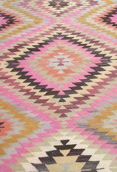 vintage kilim rug / bohemian style interiors