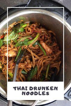 Asian Noodle Recipes, Thai Recipes, Cooking Recipes, Healthy Recipes, Thai Drunken Noodles, Healthy Family Dinners, Instant Pot Dinner Recipes, Pressure Cooker Recipes, International Recipes