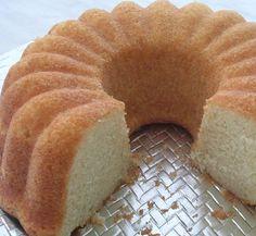 Biz bu tarifin ismini kolay kek tarifi koyduk. Adından da anlayabileceğiniz gibi kolayca yapabileceğiniz bu kekin malzemeleriniz istediğiniz gibi değiştirebilir ve sevdiğiniz şeyleri ekleyebilirsiniz.