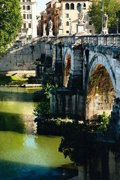 Puente que une el Trastevere con la isola Tiberina, una posible vía de escape, si es necesaria
