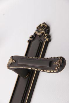 #handles #design #classic #doors #home Classic Doors, Timeless Design, Door Handles, Interior Design, Leather, Accessories, Home Decor, Design Interiors, Homemade Home Decor