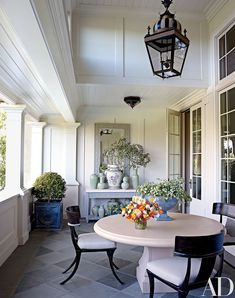 How Japanese Interior Layout Could Boost Your Dwelling The Living Room Terrace Of A Northern California Home Designed By Suzanne Rheinstein and Assoc. Incorporates A Limestone-Top Console And Antique Chinese Ginger Jars From Hollyhock Porches, Outdoor Rooms, Outdoor Dining, Dining Area, Georgian Style Homes, Home Design, Interior Design, Ferrat, California Homes