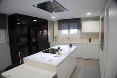Diseño de #cocina realizado por Cocinas Carfra con campana de techo #Pando E-220
