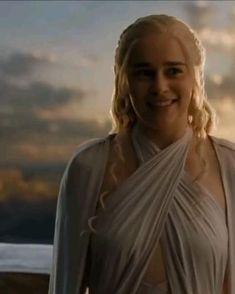 Gif Game Of Thrones, Drogon Game Of Thrones, Game Of Thrones Poster, Game Of Thrones Dragons, Daenerys Targaryen Aesthetic, Emilia Clarke Daenerys Targaryen, A Dance With Dragons, Mother Of Dragons, Greys Anatomy Alex