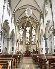 Balloons are an ingenious and modern church decoration! hochzeit Balloons are an ingenious and modern church decoration! - Home Decoration Diy Wedding Decorations, Ceremony Decorations, Table Decorations, Christmas Decorations, Church Decorations, Modern Church, Winter Wedding Colors, Vintage Wedding Theme, Wedding Chairs
