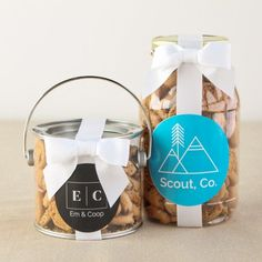 Imagine your company logo beautifully displayed, front and center on these corporate logo cookie gift jars! Oreo Cookie Cake, Cookie Favors, Cookie Gifts, Jar Gifts, Gift Jars, Personalized Fortune Cookies, Cartoon Cookie, Jar Packaging, Logo Cookies