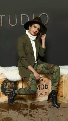 Priyanka Chopra #Bollywood Bollywood Heroine, Beautiful Bollywood Actress, Bollywood Actors, Bollywood Celebrities, Priyanka Chopra Hot, Anushka Sharma, Indian Film Actress, Indian Actresses, Pitbull Images